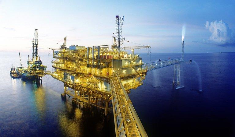 Januári csúcsok közelében ismét a WTI olajár